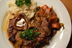 Ossobuco alla Milanese - Re-Create Foodblogger, Food And Drink, Beef, Italian Cuisine, Red Wine, Carrots, Roast, Sunday, Meat