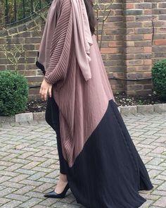 Niqab Fashion, Dubai Fashion, Muslim Fashion, Modest Fashion, Mode Abaya, Mode Hijab, Abaya Designs Latest, Iranian Women Fashion, Sleeves Designs For Dresses