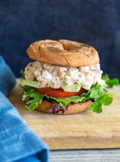 These Easy Chickpea and White Bean Salad Sandwiches are perfect for a quick and healthy lunch! Best Vegetarian Recipes, Healthy Salad Recipes, Vegan Recipes Easy, Real Food Recipes, Healthy Snacks, Free Recipes, Healthy Eating, Chickpea Salad Sandwich, Legumes Recipe