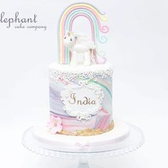 Rainbows Unicorns and Marble fondant for beautiful India 💕👑🍰🌸 🦄 Girly Cakes, Cute Cakes, Pretty Cakes, Birthday Cake Girls, Unicorn Birthday Parties, Birthday Cakes, Fairy Birthday Cake, Cake & Co, Cake Art