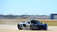 This is the faster car in the worls, it has done 200 km per hour