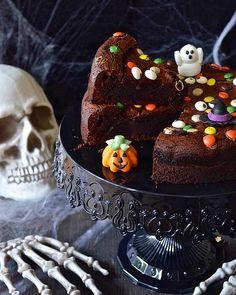 Torta Brownie per Halloween Brownies, Cakes, Chocolate, Halloween, Desserts, Recipes, Food, Cake Brownies, Tailgate Desserts