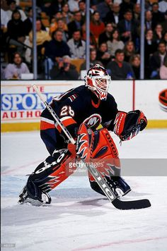 feb-1999-goalie-felix-potvin-of-the-new-york-islanders-is-ready-for-picture-id492531 (677×1024)