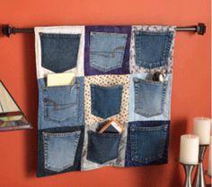 organizador de pared reciclado con las bolsas de esos viejos jeans