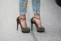 Nothing beats a cuffed denim ankle with a pair of peep-toe studded pumps.