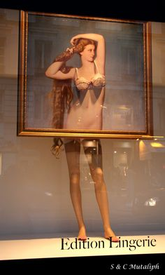 Edition Lingerie window display. #retail #merchandising #mannequin #window_display
