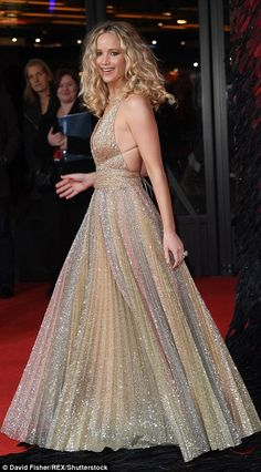 Slipping into the plunging floor-length frock, the halterneck piece made the most of her e... #jenniferlawrence