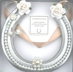 Horseshoe Projects, Horseshoe Crafts, Horseshoe Art, Bridal Horseshoe, Horseshoe Wreath, Good Luck Horseshoe, Lucky Horseshoe, Bling Wedding, Wedding Gifts