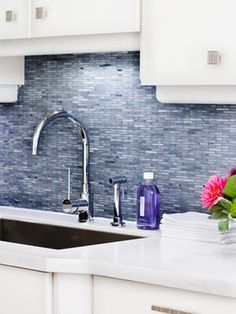 This stunning gray backsplash makes a colorful statement against crisp white-lacquer cabinets and countertops. & backsplash is so highly reflective that it looks wet and reflects so much light around the room,& says designer Samantha Pynn. Decor, Renovation Design, Kitchen Remodel, Kitchen Design, Kitchen Backsplash, Beadboard Backsplash, Kitchen Inspirations, Trendy Kitchen Backsplash, Glass Backsplash