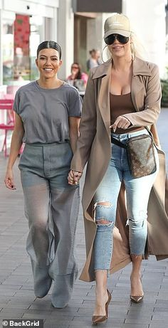 Khloe Kardashian sports 'Kanye for President' cap with sister Kourtney Khloe Kardashian Body, Kardashian Beauty, Dope Outfits, Cute Casual Outfits, Casual Summer Outfits For Women, Luxury Lifestyle Fashion, Jenners, Trouser, Sisters