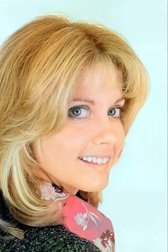 Olivia Newton John, Muse, Beauty, Fashion, Moda, Fashion Styles, Beauty Illustration, Fashion Illustrations