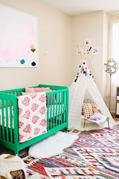 Why This Room Works: A Happy and Colorful Baby Nursery — Whitney Donáe Warum dieses Zimmer funktioniert: Ein fröhliches und farbenfrohes Kinderzimmer – Whitney Donáe Nursery Rugs, Girl Nursery, Girl Room, Nursery Decor, Nursery Ideas, Teepee Nursery, Tribal Nursery, Nursery Wallpaper, Room Decor
