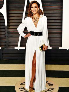 Auf der Vanity Fair Oscar Party bewies Jessica einmal mehr, dass man es mit dem Styling nich übertreiben muss, um top auszusehen.