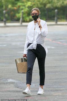 Look Olivia Palermo, Olivia Palermo Street Style, Olivia Palermo Outfit, Estilo Olivia Palermo, Top Street Style, Olivia Palermo Lookbook, Spring Street Style, Street Styles, Black Slacks