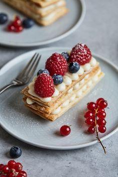 Gourmet Recipes, Sweet Recipes, Baking Recipes, Dessert Recipes, French Desserts, Holiday Desserts, Elegant Desserts, Chocolate Yogurt, White Chocolate