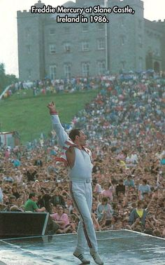 Freddy Mercury playing Slane Castle, Ireland in 1986 Queen Freddie Mercury, Freddie Mercury Quotes, Freddie Mercury Boyfriend, Rock And Roll, Pop Rock, Hard Rock, Brian May, John Deacon, Rock Chic
