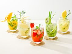 The cocktail is also gorgeous with fresh herbs and fruits. Summer Drinks, Cocktail Drinks, Cocktail Recipes, Summer Fruit, Cocktails, B Food, Tiny Food, Detox Diet Drinks, Smoothie Drinks