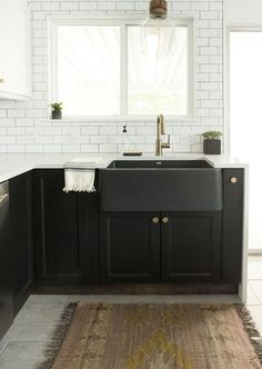 Black farmhouse sink kitchen remodel :: sinks & faucets в 20 Black Farmhouse Sink, Farmhouse Sink Kitchen, Modern Farmhouse Kitchens, Black Kitchens, New Kitchen, Cool Kitchens, Kitchen Decor, Kitchen Post, Kitchen With Black Appliances