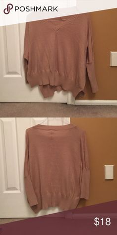 TAN SWEATER💓 Adorable sweater. Right on sleeves and flows on bottom :) Sweaters Cowl & Turtlenecks