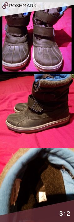 boys winter boots boys snow boots size 3 has a few things such as yellow paint on bottom tag inside shoe half off and felt on side of shoe slightly off there are pictures for all issues. Cat & Jack Shoes Rain & Snow Boots