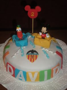 Tarta para un pequeño valencianista, con sus dos muñecos favoritos, Pato y Mickey!!