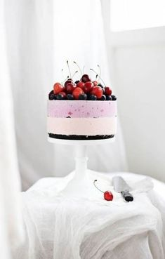 call me cupcake No-bake berry cheesecake Best Dessert Recipes, Fun Desserts, Berry Wedding Cake, Wedding Cakes, Dressing For Fruit Salad, Berry Cheesecake, Star Cakes, New Fruit, Salty Cake