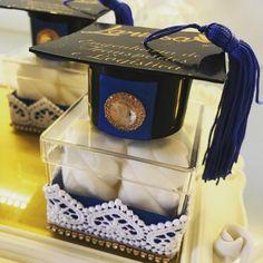 Lembrancinhas de formatura: 70 ideias para eternizar o momento Graduation Crafts, Graduation Party Decor, Grad Parties, Pioneer Gifts, Paper Lanterns, Craft Party, Birthday, High School, Graduation Cup