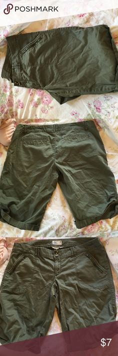 Green army shorts Have pockets and zipper pockets American Eagle Outfitters Shorts