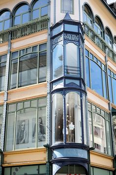 Magasins Le Nouveau Paris (1912-1914) Angle Grand Rue et rue Philippe II Luxembourg. Luxembourg. Architecte : Georges Traus. ©GB