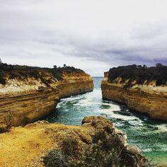흐린 날 두번째 개고생... ㅜㅠ 미안해요 고마워요 남편님 #버켓리스트 #그레이트오션로드 #로크아드고지 #여행 #절벽 #바다 #멜번 #호주 #bucketlist #Greatoceanroad #rochardgorge #cliff #ocean #travel #roadtrip #Melbourne #Australia by skycat_linzi