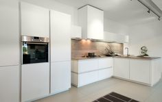 Strakke, witte, greeploze keuken uit de Y line