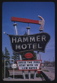 Hammer Motel sign, Kearney, Nebraska This now resides outside the Archway. Vintage Neon Signs, Vintage Wall Art, Vintage Walls, Advertising Signs, Vintage Advertisements, Vintage Hotels, Neon Light Signs, Hotel Motel, Roadside Attractions