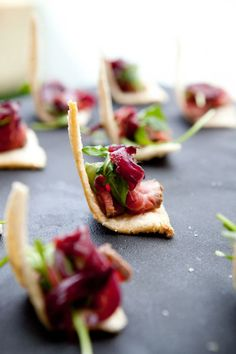 lovely food photo but I found a hair -__- Gourmet Recipes, Appetizer Recipes, Canapes Recipes, Aperitivos Finger Food, Comida Pizza, Molecular Gastronomy, Cakepops, Food Presentation, Food Design