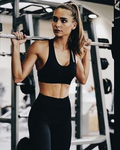Comfy black workout outfit.