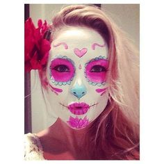 Kate Hudson had her face painted for her Dia de los Muertos costume