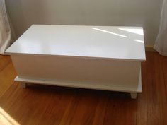 Before: Boring coffee table Coffee, Table, Projects, Diy, Furniture, Home Decor, Kaffee, Log Projects, Blue Prints