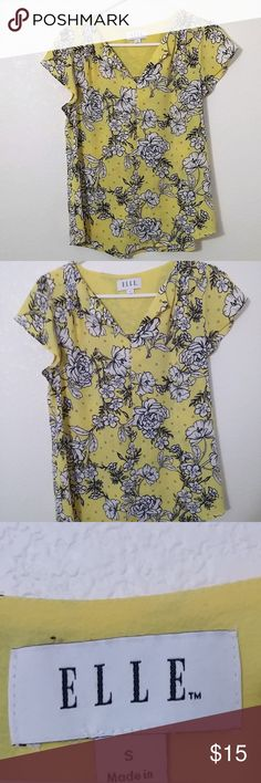 """size Small_Elle short sleeve yellow floral blouse Elle short sleeve yellow and white floral blouse/top. high low hem. 100% polyester.   Size Small - 19"""" pit to pit, 23"""" length  See photos for details. Smoke free, pet friendly home.   Please message me with any questions. Ask if additional size detail is needed.   15% discount for 3+ item bundles. Check out my closet. Happy Poshing!  698/CN Elle Tops Blouses"""