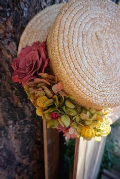 Straw hat with flowers Millinery Hats, Fascinator Hats, Fascinators, Urban Chic Fashion, Hat Decoration, Diy Hat, Fancy Hats, Love Hat, Fabric Jewelry