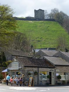 Peveril Castle: built by William Peveril soon after 1066. Peak District