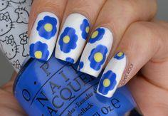 NAILS | Marimekko-Inspired Blue Flowers