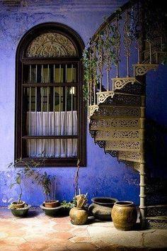 Ventana con escalera.