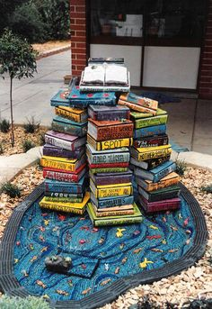 Books Street Art Sculpture in Australia Cool Books, I Love Books, My Books, Monuments, Statues, Street Art, Graffiti, Sidewalk Art, Book Sculpture