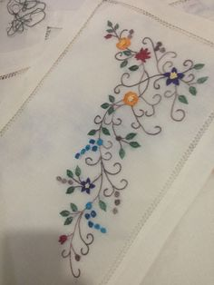 Amazing flower making idea using pearl – Embroidery Desing Ideas Embroidery Suits Design, Applique Embroidery Designs, Silk Ribbon Embroidery, Crewel Embroidery, Cross Stitch Embroidery, Pearl Embroidery, Embroidery Store, Hand Embroidery Projects, Bordado Floral