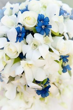 Mi ramo de novia. Blanco y azul.  Orquídeas y rosas. My bridal bouquet.  Roses and Orchids.