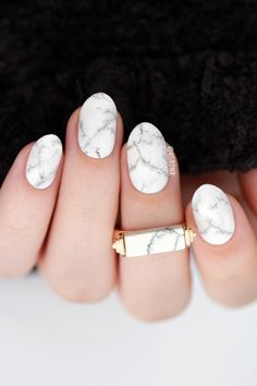 Pinterest @nattat74 Love both the nail shape and the art and subtle colors. Perfect with ring.