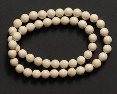 Colliers - Kette Perlen Kugeln 14 mm Mammut Bein - ein Designerstück von carvingcollection bei DaWanda