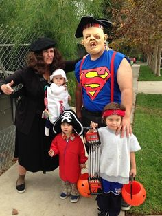 59 family halloween costumes that are clever cool and extra cute - Cute And Clever Halloween Costumes