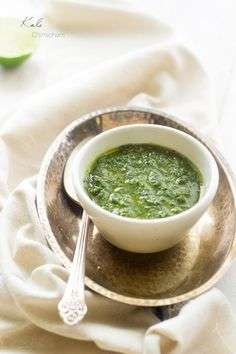 Kale Chimichurri - A quick an easy sauce that is GREAT on meat… Healthy Recipes, Healthy Cooking, Healthy Eating, Cooking Recipes, Cooking Stuff, Sauce Dips, Sauce Recipes, Carne Asada, Chutney