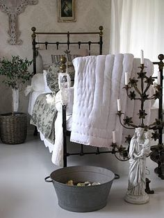 Guest Bedroom Inspiration for a Tiny Space