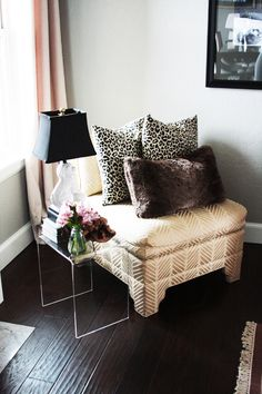 Leopard pillows on a chaise longue My Living Room, Home And Living, Room Tour, My New Room, Apartment Living, Home Accessories, Home Goods, Bedroom Decor, Master Bedroom